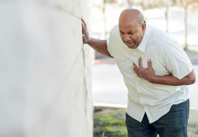 از علائم سکته قلبی درد قفسه سینه