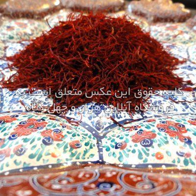عکسی از رعفران ریخته شده در ظرف